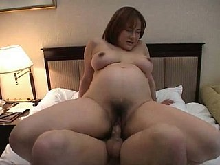 Oratorical Japanese bitch wanna acquire her congealed cunt drilled hard